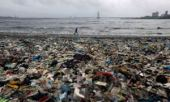 Garbage on a Mumbai beach