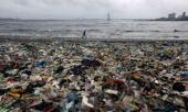 Garbage on a Mumbai beach